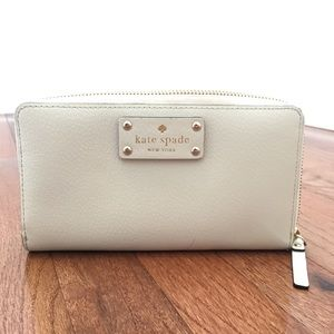 Kate Spade Cream/ Off White Leather Zip wallet